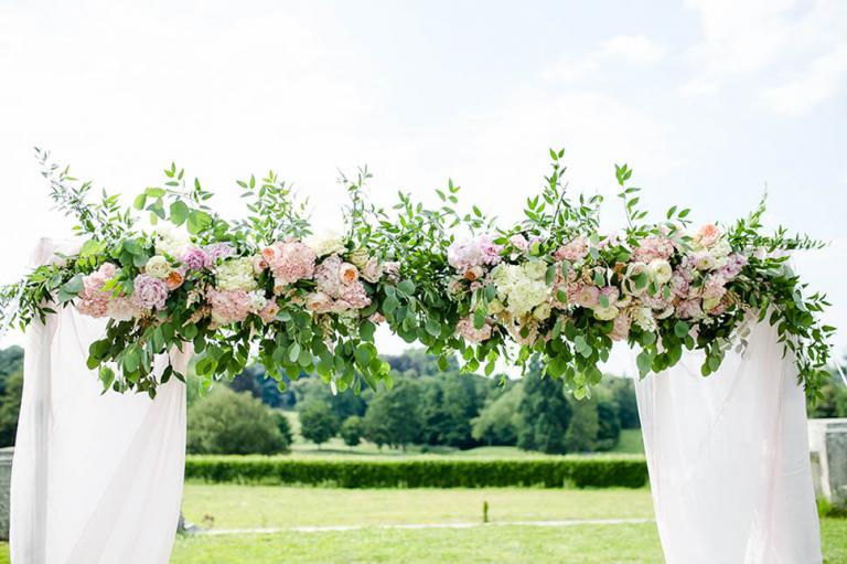 Décoration florale arche de cérémonie